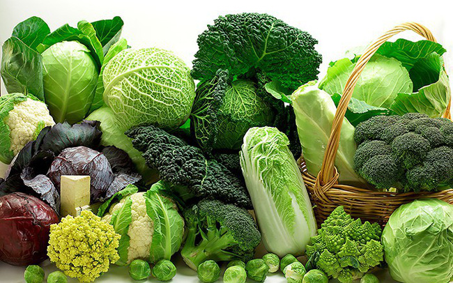 Ăn nhiều rau xanh giúp hỗ trợ chữa chảy máu chân răng