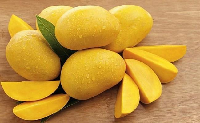Xoài là loại quả chứa nhiều vitamin C và A hỗ trợ điều trị chảy máu chân răng