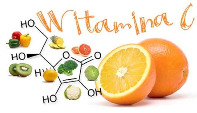 Nếu thiếu Vitamin C, trẻ cũng sẽ thường xuyên bị chảy máu chân răng