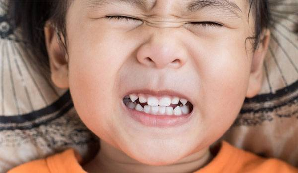 Trẻ nghiến răng khi ngủ: Bố mẹ cần làm gì?