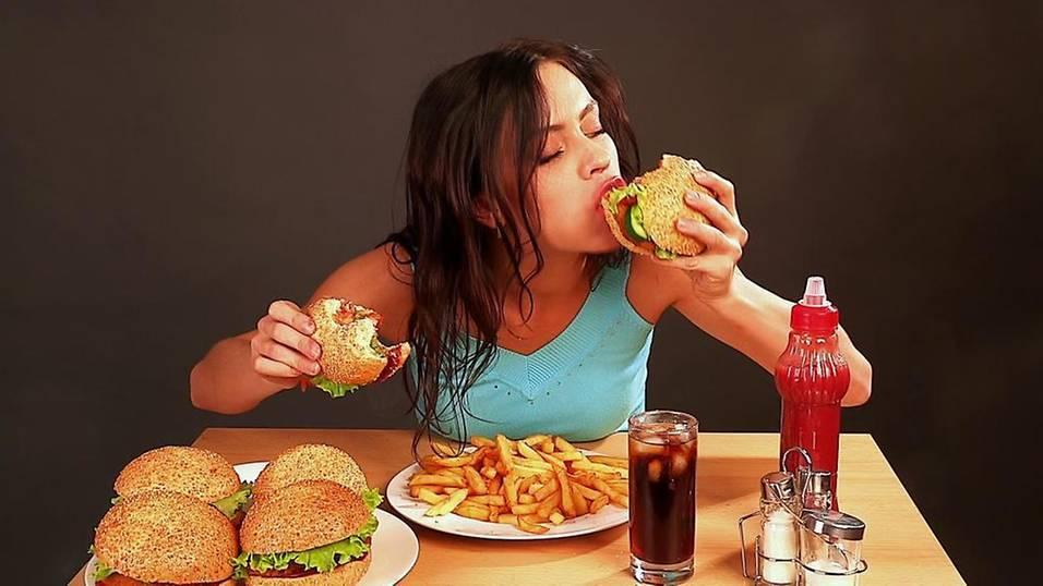 Ăn nhiều tinh bột, đường, chất kích thích... cũng gây sâu răng