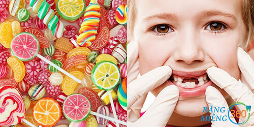 """Đường là """"thủ phạm"""" gây ra sâu răng ở trẻ nhỏ hay ăn kẹo"""