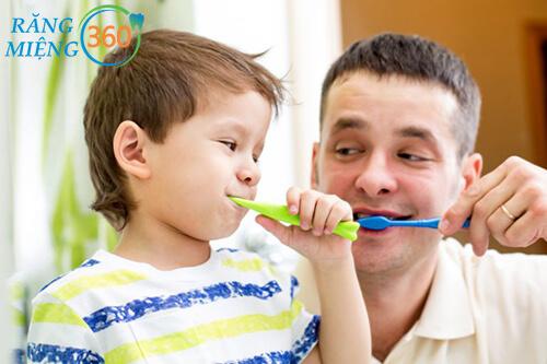 Cùng con tập thói quen đánh răng mỗi ngày