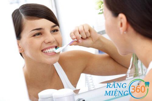 Cách loại bỏ những đốm trắng trên răng