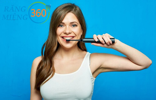 cách đánh răng bằng bàn chải điện