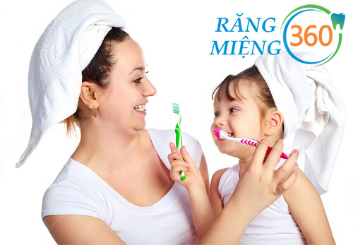 cách đánh răng cho trẻ 1 tuổi