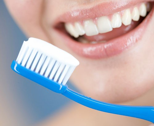 Hàn răng xong có nên đánh răng không