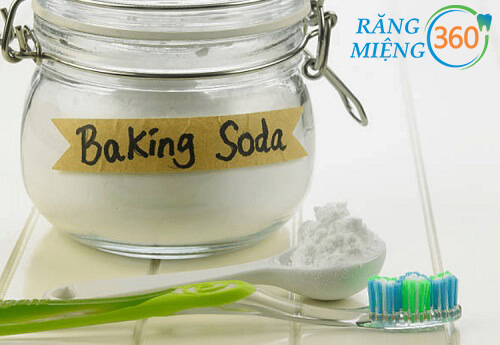 Tẩy mảng bám răng bằng baking soda