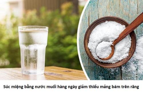 Cách tự lấy cao răng tại nhà bằng muối